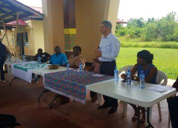 Embaixador Laudemar Aguiar participa da entrega de certificados no distrito de Sipaliwini