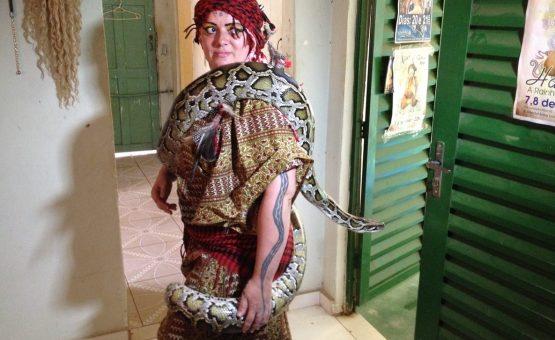 Dançarina é encontrada morta com duas cobras em quarto de boate em Atibaia, SP