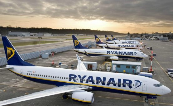 Celular pega fogo dentro de avião na Espanha; veja