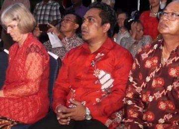 Ministro Mike Noersalim participou do lançamento da Bíblia javanesa no Suriname