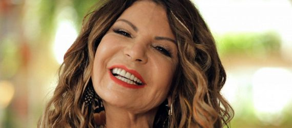 Elba Ramalho revela que foi enganada por mãe de menina em show beneficente
