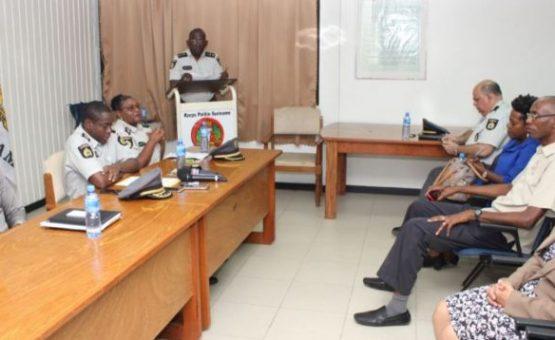 Polícia inicia campanha para tráfego seguro durante as férias escolares no Suriname