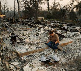 Bombeiros começam a controlar grandes incêndios na Califórnia
