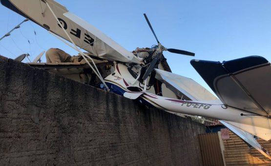 Avião cai sobre casa em Goiânia, dizem bombeiros