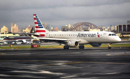 Funcionários encontram feto em banheiro de avião em Nova York, nos EUA