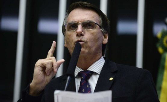 Bolsonaro diz que aborto é uma decisão que cabe à mulher
