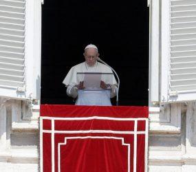 Papa Francisco condena 'atrocidades' de casos de pedofilia nos EUA
