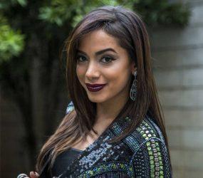Anitta volta para casa da mãe após separação do empresário Thiago Magalhães