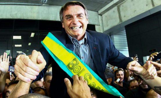 Brasileiros organizam passeio pelas ruas de Paramaribo em apoio a Jair Bolsonaro