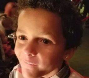 Menino de 9 anos comete suicídio após contar a colegas de escola que era gay