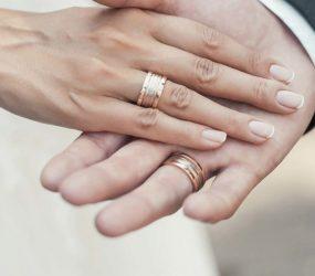 Noiva encontra marido morto em hotel horas após o casamento