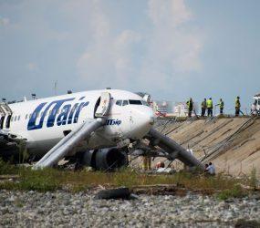 Avião pega fogo ao pousar em Sochi, na Rússia, e deixa feridos