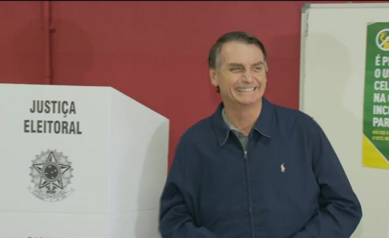 Jair Bolsonaro vota em escola da Vila Militar, no Rio de Janeiro