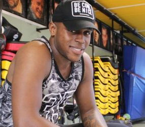 Lutador surinamês estreia com vitória na categoria peso leve na França
