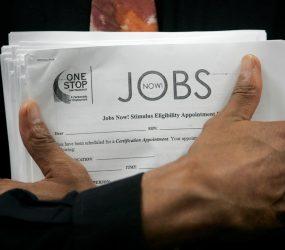 Desemprego nos EUA cai para 3,7% em setembro, menor taxa em quase 50 anos