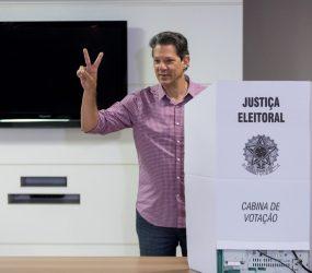 Após café da manhã com aliados, Haddad vota na zona sul de São Paulo