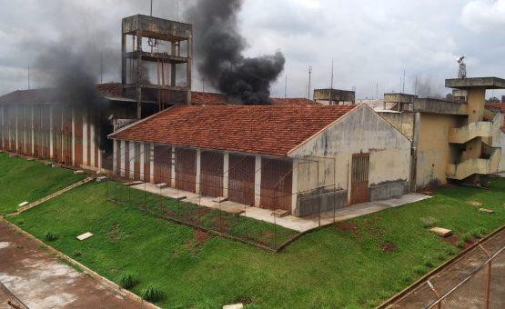 Rebelião na Penitenciária Estadual de Maringá entra no segundo dia