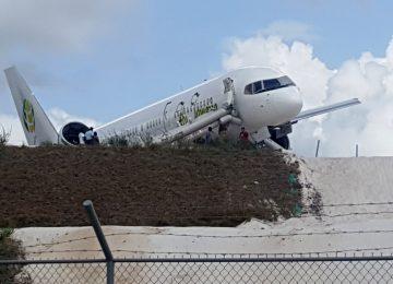 Avião com 128 pessoas a bordo faz pouso de emergência na Guiana
