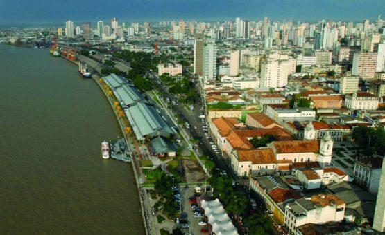 Criminosos armados invadem colégio particular e fazem reféns em Belém