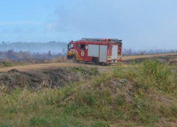 Moradores de Paramaribo-Norte sofrem com fumaça causada por incêndio (Fotos)