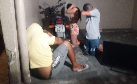 Trio é preso por tentar trocar TV de quarto de motel