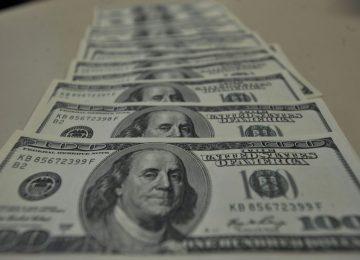 Dólar fecha em queda e volta ao patamar de R$ 3,85, com alívio das tensões comerciais no exterior