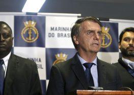 'Ninguém recebe ou dá dinheiro sujo com cheque nominal', diz Bolsonaro