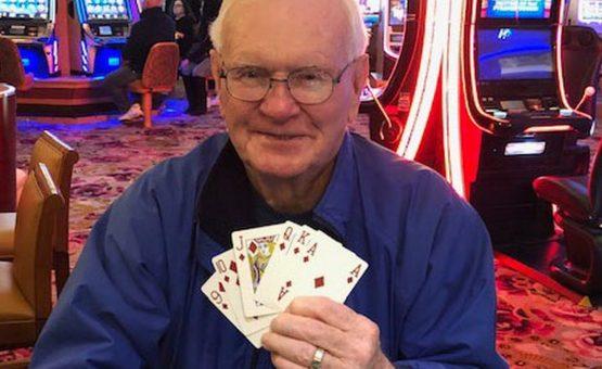 Homem aposta US$ 5 e leva US$ 1 milhão em jogo de pôquer em casino nos EUA