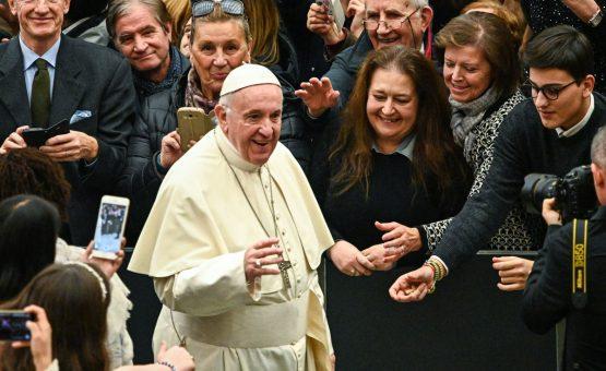 Papa Francisco pede para que padres que cometeram abusos sexuais se entreguem