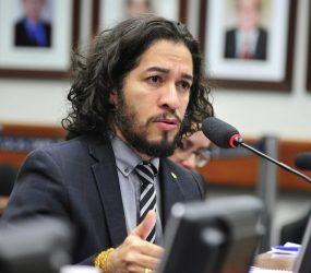 Agora Oficialmente, Jean Wyllys renuncia mandato e deixa o Brasil após ser ameaçado de morte