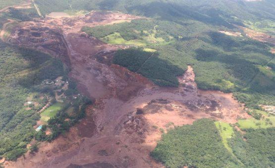 Barragens da Vale se rompem em Brumadinho (MG); Bombeiros confirmam 200 desaparecidos