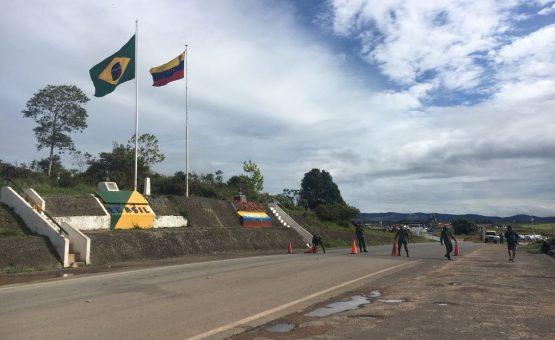 Fechamento da fronteira não impede totalmente a passagem entre Brasil e Venezuela; entenda