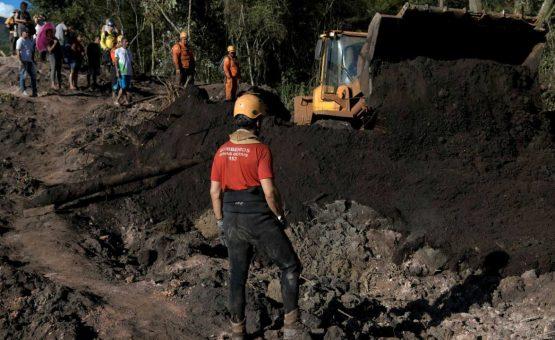 Brumadinho: exames detectam excesso de metais no organismo de quatro bombeiros que trabalham nas buscas
