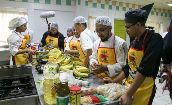 HI&T helpt cullinair toerisme verder ontwikkelen met bijbrengen Thaise kookkunsten aan SHTTC studenten