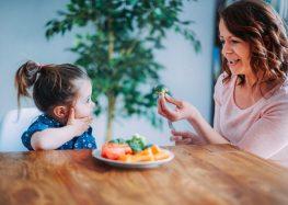 Redes sociais influenciam alimentação calórica de crianças