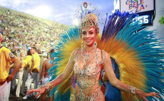 Veja fotos de musas e musos da Sapucaí no primeiro dia de desfiles do Grupo Especial