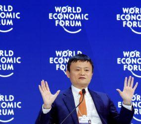 O que é o 'sistema 996', que prevê 12 horas de trabalho por dia e é defendido pelo bilionário chinês Jack Ma
