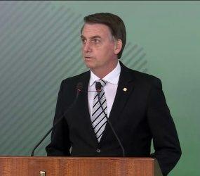 'Não sou economista', diz Bolsonaro sobre decisão de intervir na Petrobras e cancelar aumento do diesel