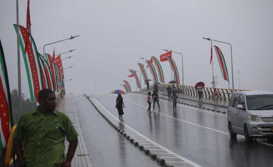 Ponte sobre o canal Saramacca é aberta