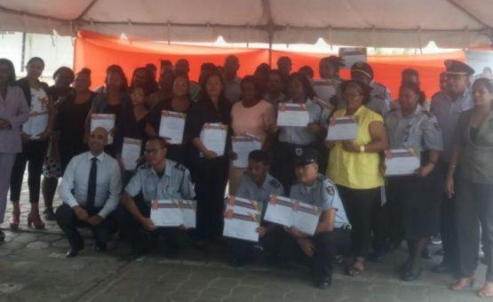 Cinquenta e seis estagiários receberam Certificado de capacitação para trabalharem com presos agressivos