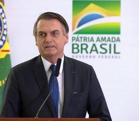 Previdência: Bolsonaro agradece na TV 'empenho' de deputados e 'comprometimento' de Maia