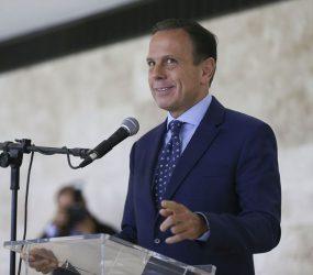 Doria anuncia 4 períodos de férias por ano na rede estadual de SP
