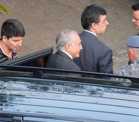 Após habeas corpus, Temer é solto e deixa prisão no Comando de Policiamento de Choque, em SP