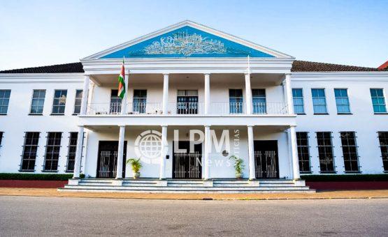 Escassez de dólares americanos em Suriname