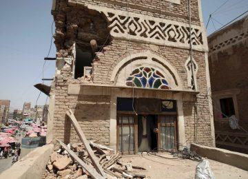 Arábia Saudita bombardeia capital do Iêmen