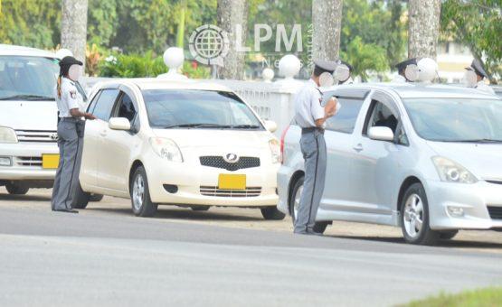 Polícia flagra mais de 100 veículos com excesso de velocidade no Suriname