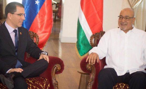 Ministro das relações exteriores da Venezuela foi recebido pelo presidente Desi Bouterse