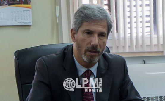 Embaixador Laudemar Aguiar participou de encontro sobre regularização de trabalhadores brasileiros no garimpo