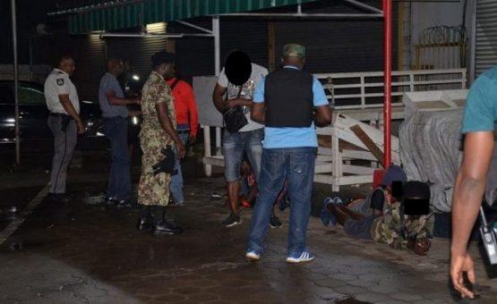 Polícia apreende drogas e armas em operação de combate ao crime no Suriname