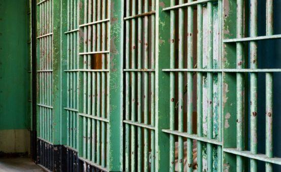 Condenada por matar amante em motel ganha concurso de beleza na prisão